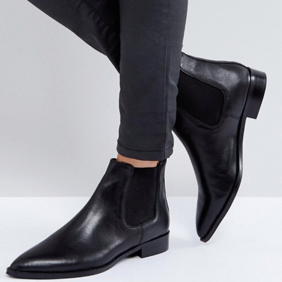 c004191e0b9 Leather Chelsea Boots - women's size 9.5